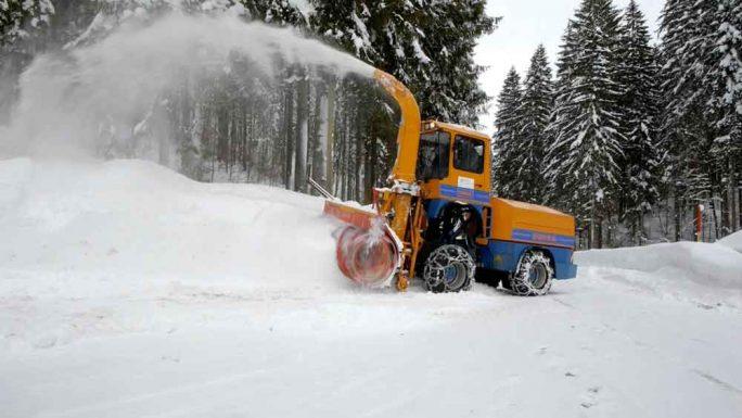 """Schneefräse aus: Kinder DVD """"Spezialfahrzeuge"""" für Kinder ab 2 Jahren. Eine tolle Schneeschleuder!"""