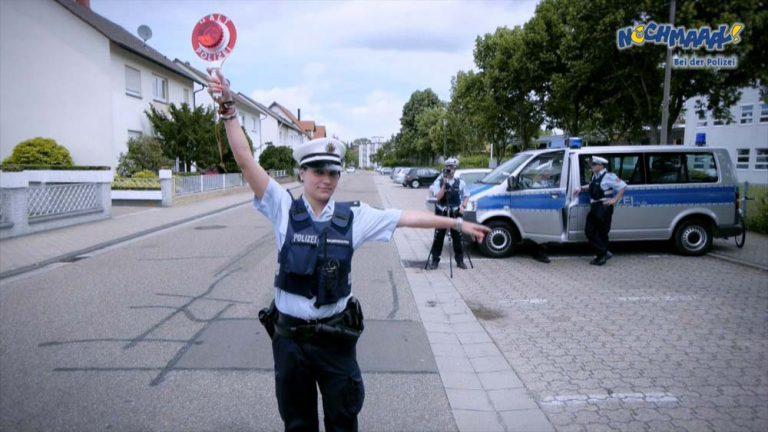 """Polizeikontrolle: Kinder Polizei Filme """"Nochmaaal-Bei der Polizei"""" mit echten Polizeiautos, Polizeihund, Polizei Hubschrauber, Wasserschutzpolizei uvm."""
