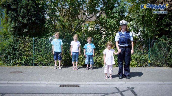 """Kinder Polizei Filme """"Nochmaaal-Bei der Polizei"""" mit echten Polizeiautos, Polizeihund, Polizei Hubschrauber, Wasserschutzpolizei, Verkehrserziehung uvm."""