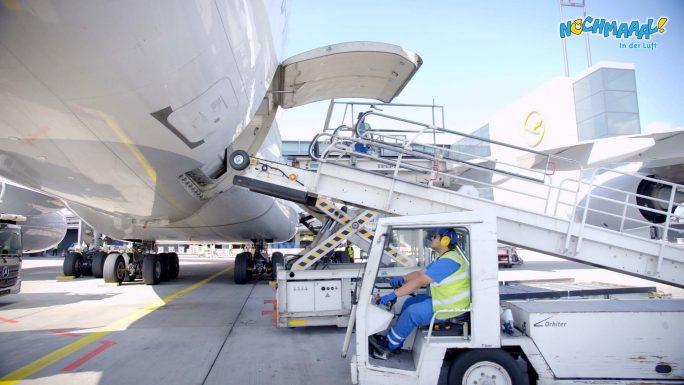 Der Airbus A380 am Flughafen in Frankfurt wird vorbereitet