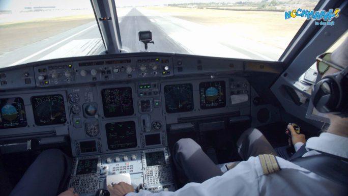 Blick aus dem Cockpit eines Airbus A380 im Landeanflug auf Malaga
